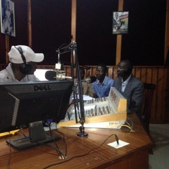 Talk-show sur les radios locales pour annoncer l'événement
