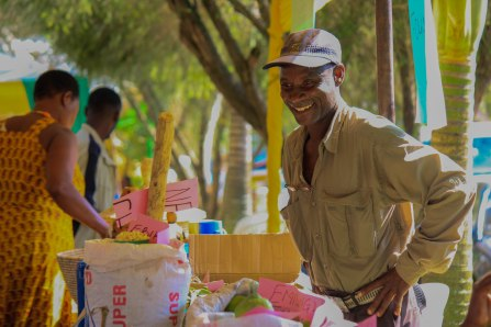 Foire régionale organisée à Fort Portal pour promouvoir la nourriture locale et les semences locales et favoriser les échanges de savoirs entre paysans.